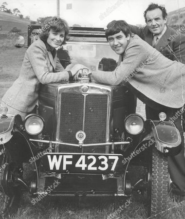 L-r: Lisa Harrow John Alderton And Colin Blakely Who Star In The Film: All Things Bright And Beautiful. The Film Is About The Vet James Herriot. Box 679 302004168 A.jpg.