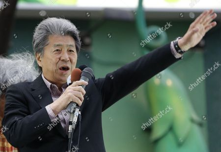 Journalist Shuntaro Torigoe, a candidate for Tokyo governor, delivers a speech during a campaign for the July 31 Tokyo gubernatorial election in Shinjuku shopping district in Tokyo