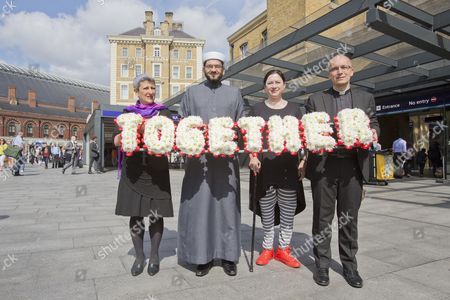 Walk Together For Peace ( Left To Right ) Rabbi Laura Janner-klausner Imam Qari Asim 7/7 Survivor Gill Hicks And Revd Bertand Olivier Set Of With A Floral Tribute On A Walk From King's Cross To Tavistock Square.