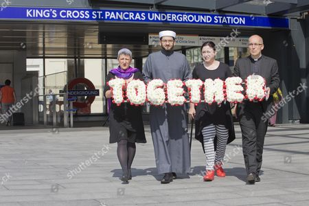 Walktogether Forpeace -( Left To Right ) Rabbi Laura Janner-klausner Imam Qari Asim 7/7 Survivor Gill Hicks And Revd Bertand Olivier Set Of With A Floral Tribute On A Walk From King's Cross To Tavistock Square.