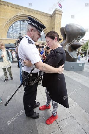 Walktogether Forpeace - 7/7 Survivor Gill Hicks Is Hugged By Pc Andy Maxwell ( Who May Have Rescued Her ) At King's Cross Beforefaith Leaders From Muslim Jewish And Christian Faiths Walked With A Floral Tribute From King's Cross To Tavistock Square.