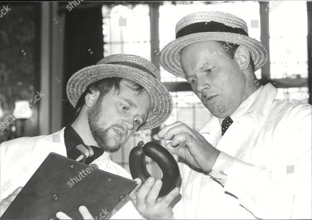 Ken Ibbotson (l) And Eddie Albert Judges At The 1982 Black Pudding Of The Year Contest. Box 680 526041610 A.jpg.
