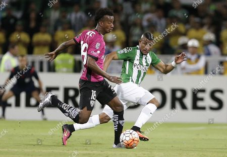 Jefferson Orejuela of Ecuador's Independiente del Valle, left, fights for the ball with Farid Diaz of Colombia's Atletico Nacional during Copa Libertadores final match in Medellin, Colombia