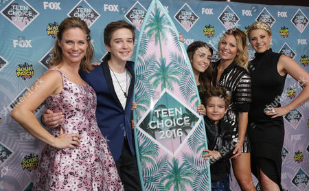 Andrea Barber, Michael Campion, Soni Bringas, Elias Harger, Candace Cameron Bure and Jodie Sweetin