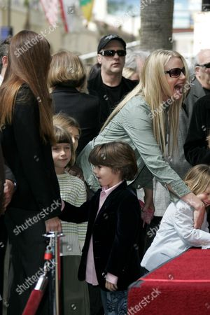 Stock Photo of Page Hannah with Children and Daryl Hannah