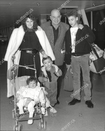 Actor Telly Savalas And Wife Julie At Heathrow Airport With Their Children Nicholas 16 Christian 2 And Ariana 1. Box 685 918051611 A.jpg.