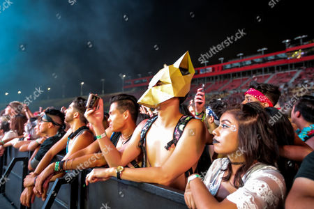 A view of the audience as Porter Robinson performs