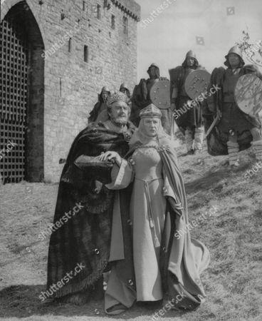 Actors Maurice Evans And Judith Anderson Filming Macbeth. Box 686 319051658 A.jpg.