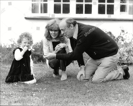 John Junkin Comedy Scriptwriter With His Wife Jenny And Three-year-old Daughter Annabel. Box 686 101905168 A.jpg.