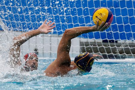 Gonzalo Echenique Saglietti, Merrill Moses Spain's Gonzalo Echenique Saglietti, right, takes a shot at goal as United States' Merrill Moses defends during their men's water polo preliminary round match at the 2016 Summer Olympics in Rio de Janeiro, Brazil