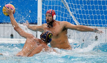 Gonzalo Echenique Saglietti, Merrill Moses Spain's Gonzalo Echenique Saglietti takes a shot at goal as United States' Merrill Moses defends during their men's water polo preliminary round match at the 2016 Summer Olympics in Rio de Janeiro, Brazil