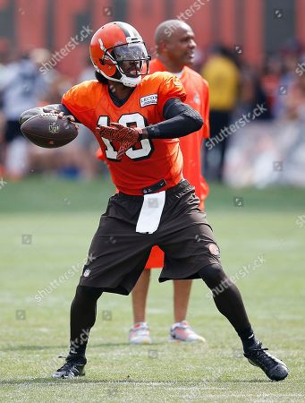 Robert Griffin III, Hue Jackson Cleveland Browns quarterback Robert Griffin III throws near coach Hue Jackson at the NFL football team's training camp, in Berea, Ohio