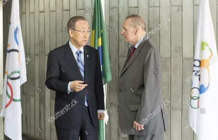Secretary-General Ban Ki-moon (left) is welcomed by Jacques Rogge, his Special Envoy for Youth Refugees and Sport, on his arrival in Rio de Janeiro
