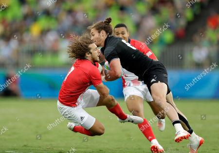 Britain's Daniel Bibby, left, challenges New Zealand's Gillies Kaka, during the men's rugby sevens match at the Summer Olympics in Rio de Janeiro, Brazil