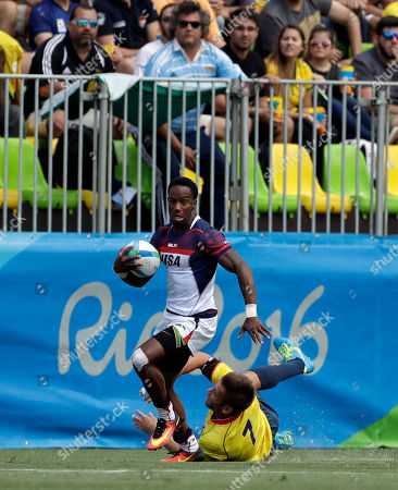 United States's Carlin Isles, top, avoids a tackle from Spain's Pablo Fontes, to score a try during the men's rugby sevens match at the Summer Olympics in Rio de Janeiro, Brazil