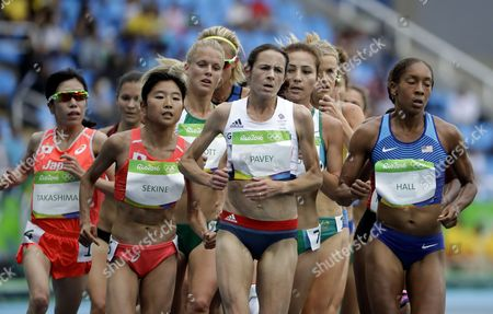 Britain's Jo Pavey, center, competes in the women's 10,000-meter final during the athletics competitions of the 2016 Summer Olympics at the Olympic stadium in Rio de Janeiro, Brazil