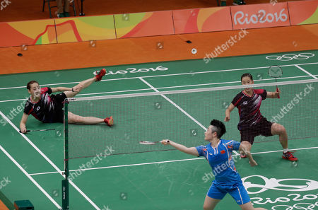 Yu Yang, Lee So-hee, Chang Ye-na China's Yu Yang, center, returns a shot to South Korea's Lee So-hee, left, and Chang Ye-na, right, during a Women's Double match at the 2016 Summer Olympics in Rio de Janeiro, Brazil
