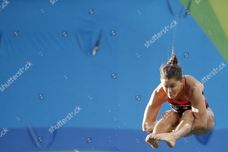 United States' Kassidy Cook competes during the women's 3-meter springboard diving semifinal in the Maria Lenk Aquatic Center at the 2016 Summer Olympics in Rio de Janeiro, Brazil, Saturday, Aug. 13, 2016.