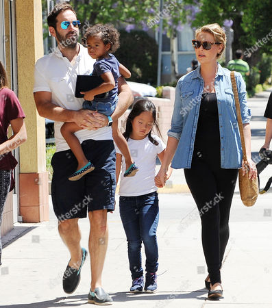Stock Image of Katherine Heigl, Josh Kelley, Naleigh Kelley, Adalaide Kelley
