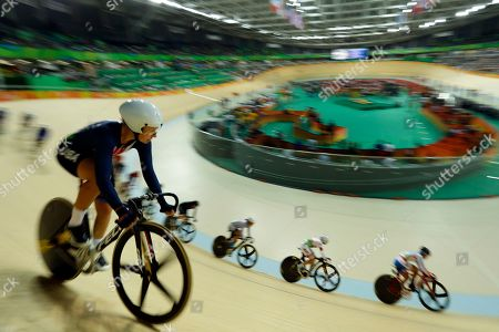 Sarah Hammer of the United States, left, competes in the women's cycling omnium scratch race at the Rio Olympic Velodrome during the 2016 Summer Olympics in Rio de Janeiro, Brazil