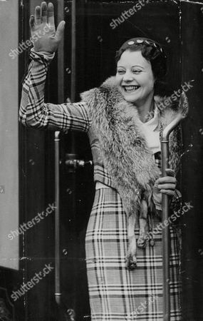 Heather Angel British Film Actress Waving Goodbye To London To Fulfil A Five-years Contract In Hollywood. Box 688 226051614 A.jpg.