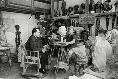 Sculptor Anthony Gray Making A Bust Of Artist Pietro Annigoni. Box 688 42605161 A.jpg.
