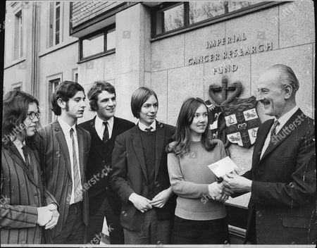 Stock Image of Mr Geoff Macnaughton (right) Appeals Secretary Of The Imperial Cancer Research Fund Receiving A Cheque For Ii585 From Pupils Of The Upper Sixth Of Barking Abbey Comprehensive School Who Raised The Money By Carol Singing Over The Christmas Period. L-r:suzanne Osborne Robert Wilkins Alan Foster Geoff Hopkins And Lynne Harris. Box 692 409061628 A.jpg.
