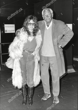 Stock Photo of Actress Jacqueline Bisset And Actor Stewart Granger At London Heathrow Airport. Box 695 605071632 A.jpg.
