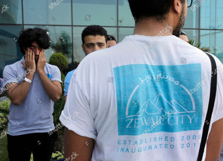 Egyptian students from Zewail Academy wait for the arrival of the coffin of Egyptian-American Nobel Laureate Ahmed Zewail at Cairo International Airport, in Cairo, Egypt