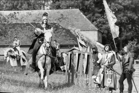 Sara Barrett Daily Mail Journalist Taking Part In A Jousting Event Run By The Jousting Federation Of Great Britain At Chilham Castle Kent. Box 694 329061635 A.jpg.