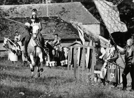 Sara Barrett Daily Mail Journalist Taking Part In A Jousting Event Run By The Jousting Federation Of Great Britain At Chilham Castle Kent. Box 694 329061636 A.jpg.