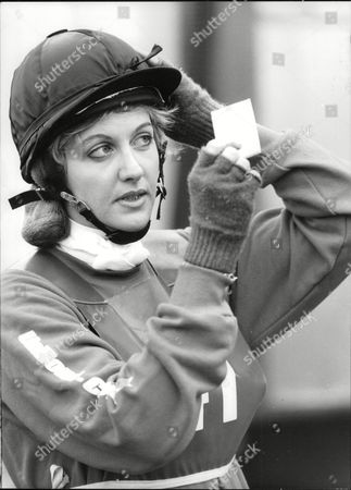 Sara Barrett Daily Mail Journalist Taking Part In Novice Event In Team Chasing. Box 694 229061610 A.jpg.