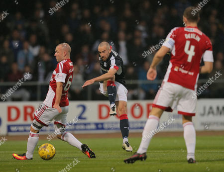 James Vincent of Dundee shoots between Grant Gillespie of Hamilton Academical & Michael Devlin lduring the SPFL Ladbrokes Premiership match between Dundee and Hamilton Academical at Dens Park, Dundee on 19th August