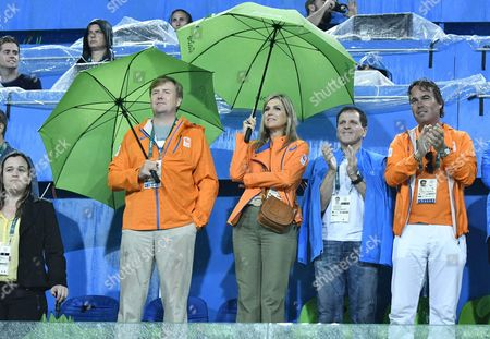 King Willem-Alexander and Queen Maxima with Camiel Eurlings (r) during the hockey game Netherlands Argentina during the Olympic Games in de Janeiro