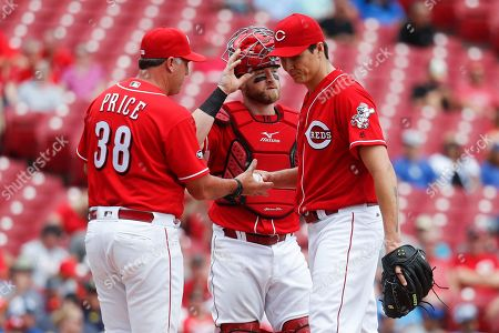 Homer Bailey, Bryan Price, Tucker Barnhart Cincinnati Reds starting pitcher Homer Bailey, right, is relieved by manager Bryan Price (38) alongside catcher Tucker Barnhart, center, in the third inning of a baseball game against the Los Angeles Dodgers, in Cincinnati