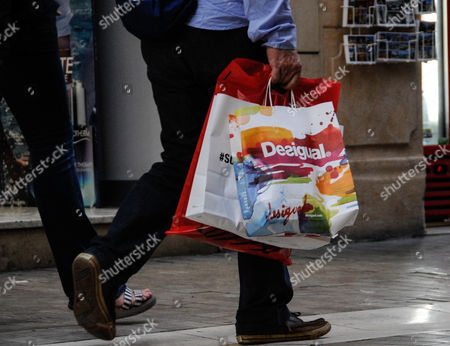 pedestrian with a shopping bag Desigual