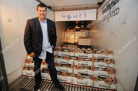 Mark Schlereth is proud to join the Smithfield Helping Hungry Homes nationwide hunger-relief tour to help donate 25,000 lbs. of protein to Food Bank of the Rockies on  in Denver