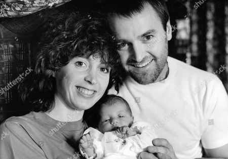 Alan David And Wife Paula With Baby Daughter Mitzi. Mitzi Was Born In A Jacuzzi At A Private Hospital In London Thought To Be The First Birth Of Its Kind In This Country. Box 699 1140716452 A.jpg.