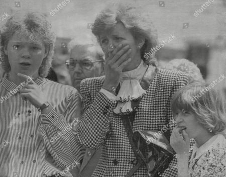 Saundra Barnes (c) Attending The Funeral Of Her Brother The Tv Presenter Russell Harty. Box 700 32807163 A.jpg.