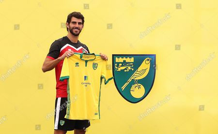 Nelson Oliveira signs for Norwich City