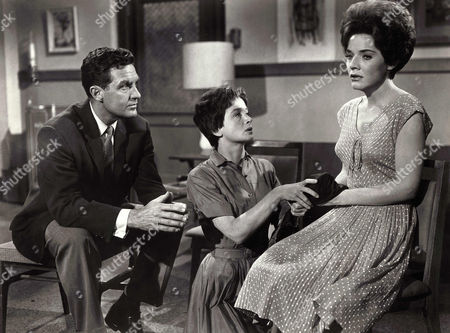 Robert Stack, Barbara Barrie, Polly Bergen