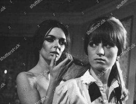 Barbara Steele, Ursula Davis