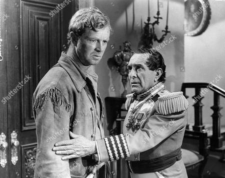 Sterling Hayden, J. Carrol Naish