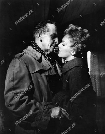 Fredric March, Kim Novak