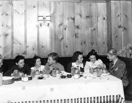 Freddie Bartholomew, Cora Sue Collins, Mickey Rooney, Deanna Durbin, Judy Garland, Jackie Cooper