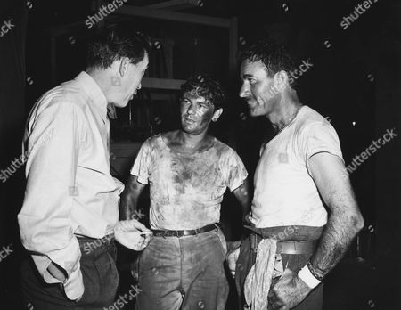 John Huston, John Garfield, Gilbert Roland