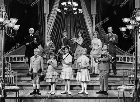 Walter Brennan, Kurt Russell, Lesley Ann Warren, Janet Blair, Buddy Ebsen