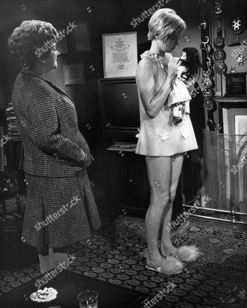 Beryl Reid, Susannah York