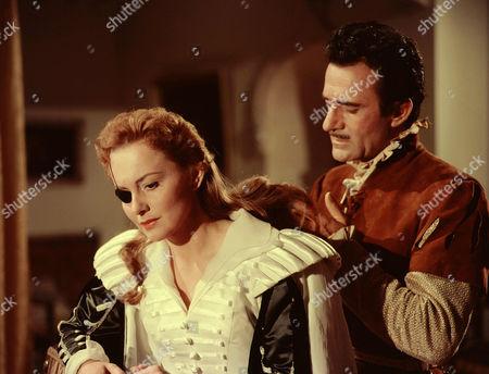 Olivia De Havilland, Gilbert Roland