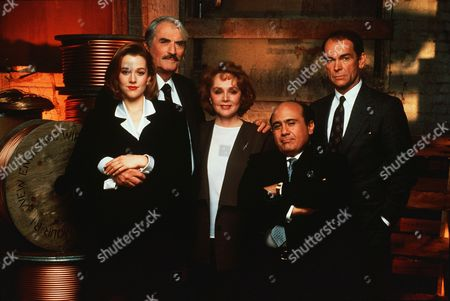 Penelope Ann Miller, Gregory Peck, Piper Laurie, Danny De Vito, Dean Stockwell